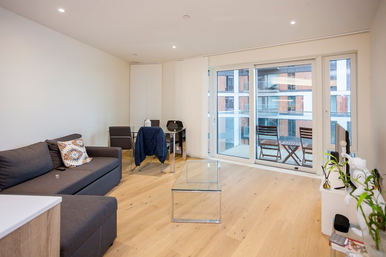2 bedroom(s) apartment to sale in Duke of Wellington Avenue, Royal Arsenal Riverside, Woolwich, London-image 3
