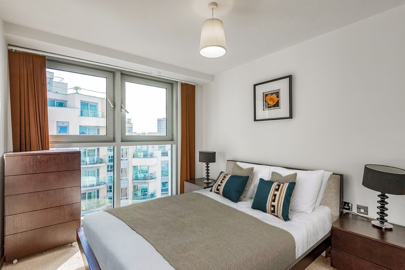 1 bedroom(s) apartment to sale in Vicentia Court, Bridges Court Road, London-image 4