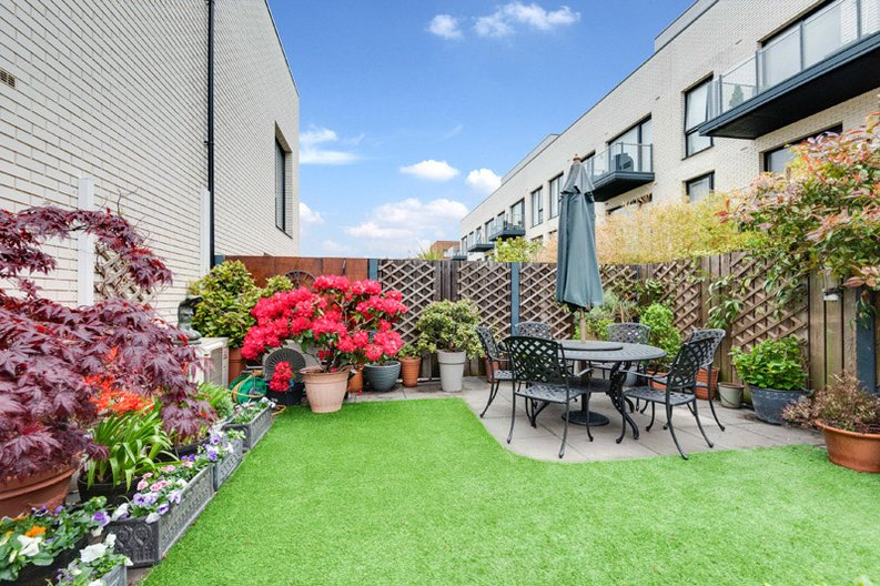 2 bedroom(s) apartment to sale in Regis Place, 10 Llanvanor Road, Childs Hill, London-image 10