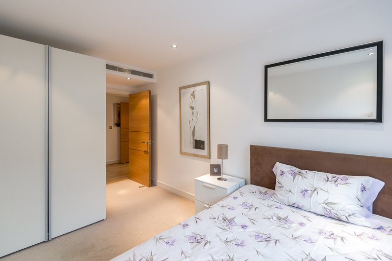 3 bedroom(s) apartment to sale in Courtyard House, Lensbury Avenue, Fulham-image 5