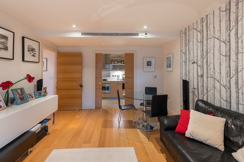 2 bedroom(s) apartment to sale in Regal House, Lensbury Avenue, Fulham-image 3