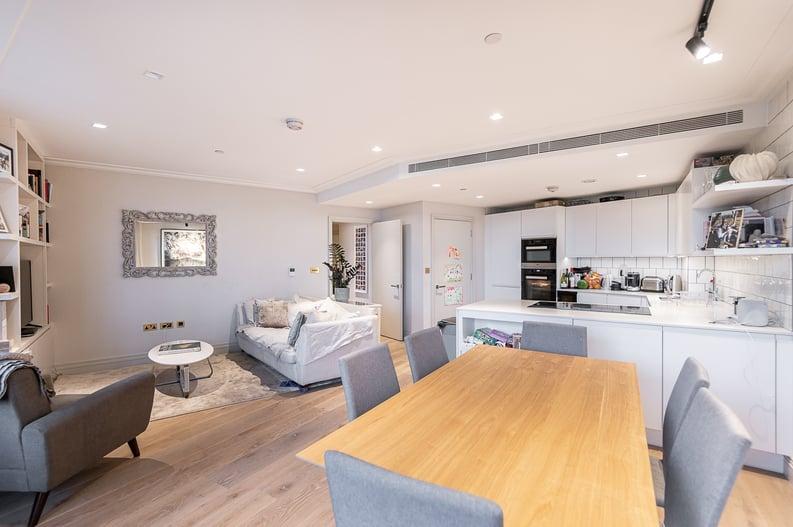 2 bedroom(s) apartment to sale in Queens Wharf, Crisp Road, Hammersmith-image 4