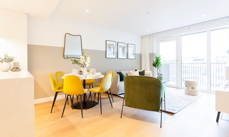 2 bedroom(s) apartment to sale in Fountain Park Way, London-image 5