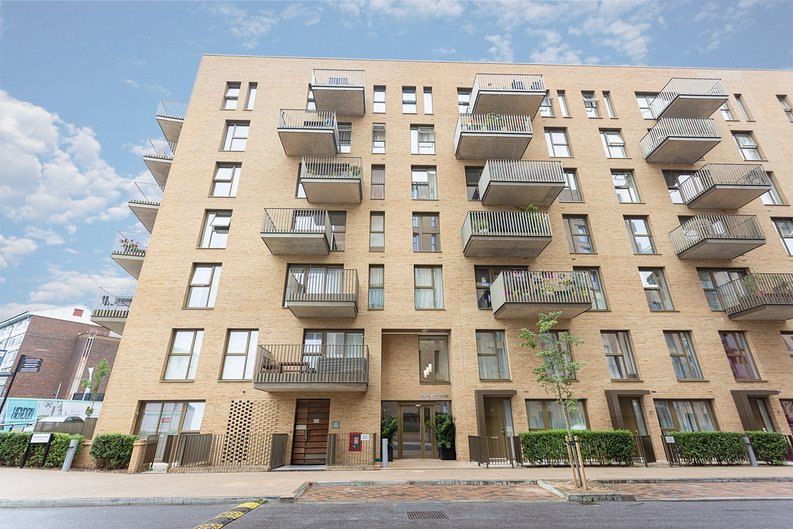 1 bedroom(s) apartment to sale in Moorhen Drive, London-image 11