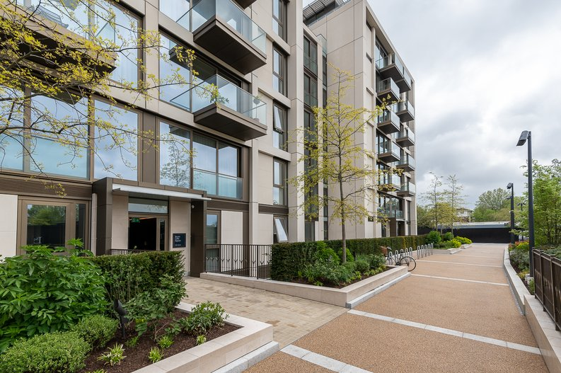 1 bedroom(s) apartment to sale in Lillie Square, Earls Court, London-image 5