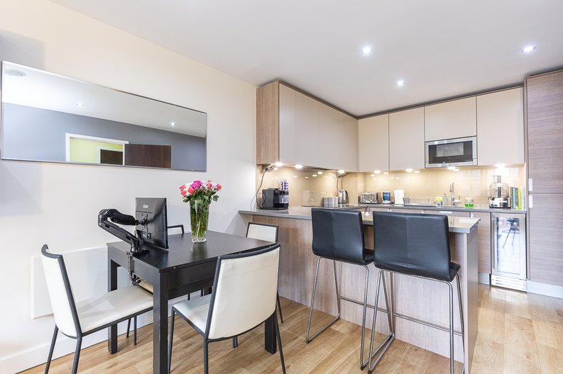 1 bedroom(s) apartment to sale in Cavendish House, Boulevard Drive, London-image 3