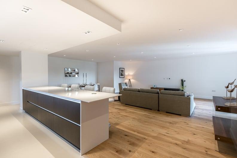 2 bedroom(s) apartment to sale in Rothschild House, Kew Bridge Road, Kew, Brentford-image 4