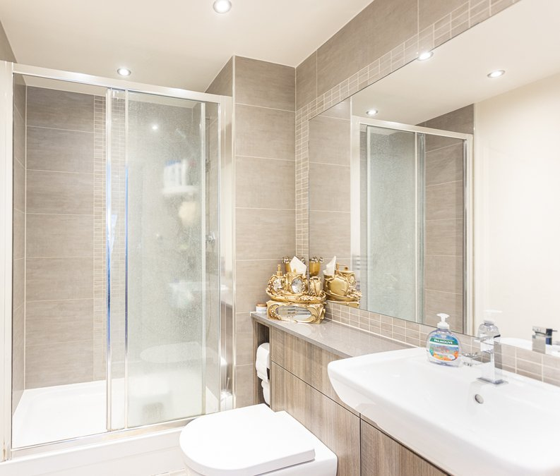 2 bedroom(s) apartment to sale in Boulevard Drive, Colindale, London-image 9
