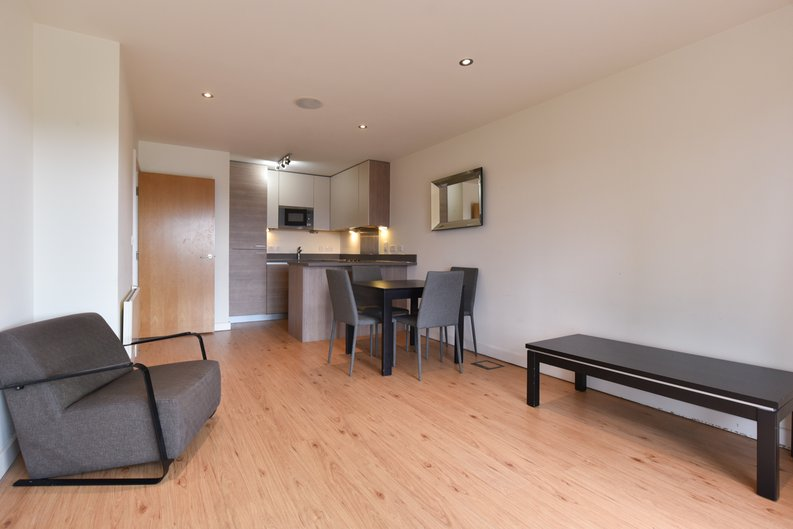 1 bedroom(s) apartment to sale in East Drive, London-image 8