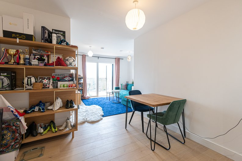 2 bedroom(s) apartment to sale in Eastern Point, Edgware Road, London-image 8