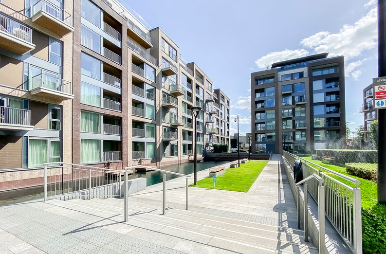 1 bedroom(s) apartment to sale in Counter House, Park Street, Chelsea Creek, London-image 10