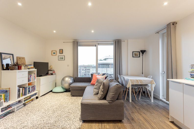 2 bedroom(s) apartment to sale in Cadmus Court, Seafarer Way, Surrey Quays, London-image 7