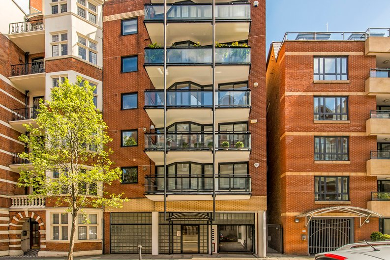 3 bedroom(s) apartment to sale in Drayton Gardens, Chelsea, London-image 15
