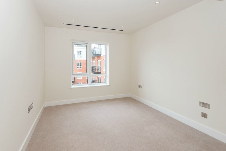 2 bedroom(s) apartment to sale in Goldhawk House, Beaufort Square, London-image 6