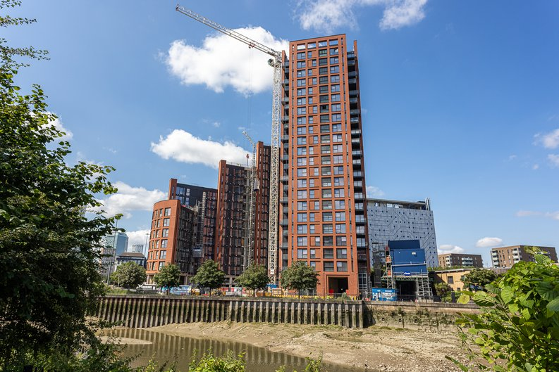 1 bedroom(s) apartment to sale in Silvocea Way, Canning Town, London-image 1