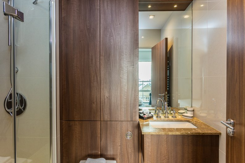 2 bedroom(s) apartment to sale in Belgravia House, Dickens Yard, Ealing-image 8
