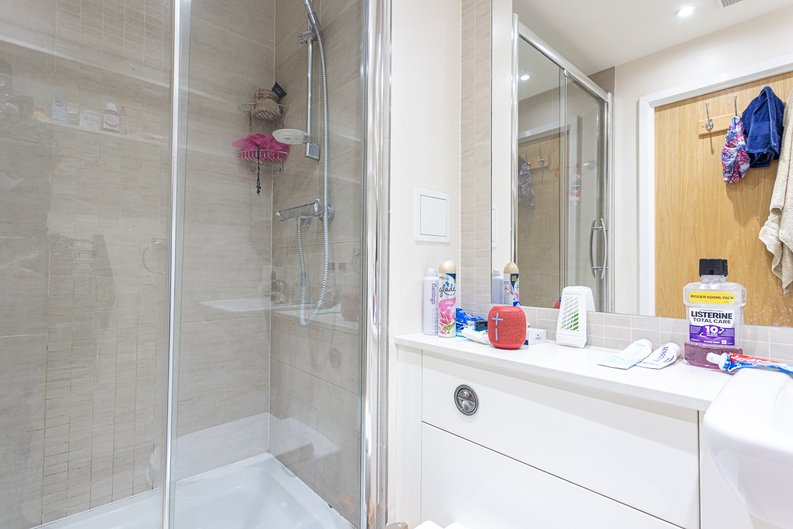 2 bedroom(s) apartment to sale in Heritage Avenue, London-image 5