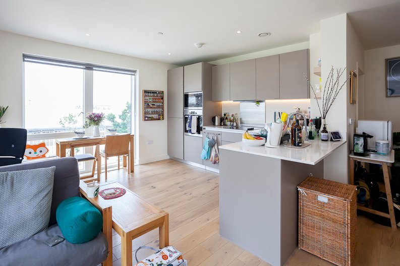 2 bedroom(s) apartment to sale in Tyger House, New Warren Lane, London-image 4