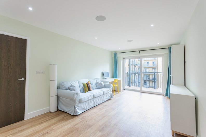 2 bedroom(s) apartment to sale in Aerodrome Road, Colindale, London-image 11