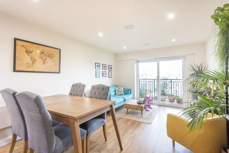 1 bedroom(s) apartment to sale in Beaufort Square, Colindale, London-image 3