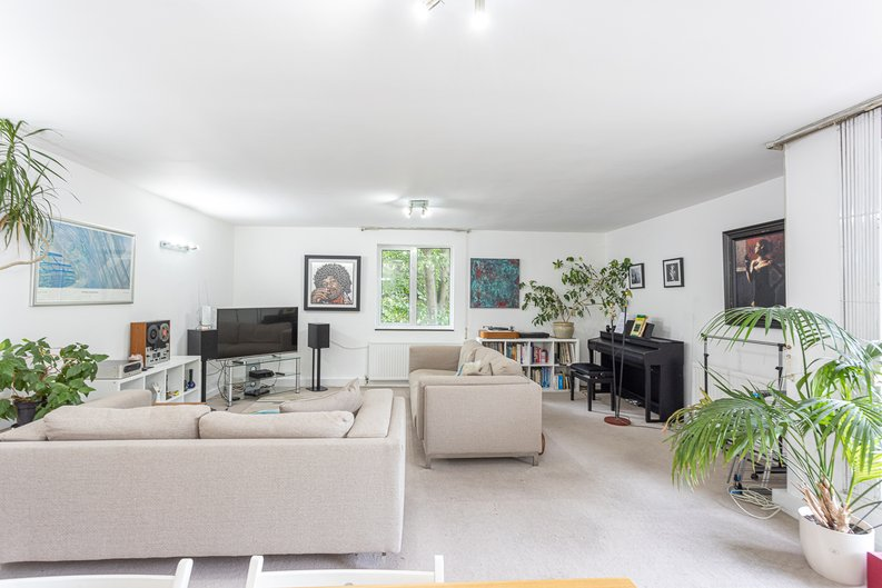 2 bedroom(s) apartment to sale in Imperial Court, Shepherds Hill, Highgate, London-image 14
