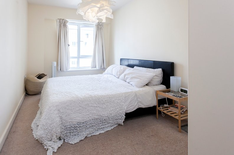 2 bedroom(s) apartment to sale in Croft House, 21 Heritage Avenue, Beaufort Park, Colindale-image 5