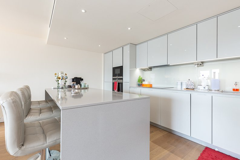 3 bedroom(s) apartment to sale in Golding House, Beaufort Square, Colindale-image 6