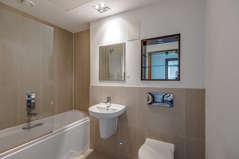 1 bedroom(s) apartment to sale in Vicentia Court, Bridges Court Road, London-image 5