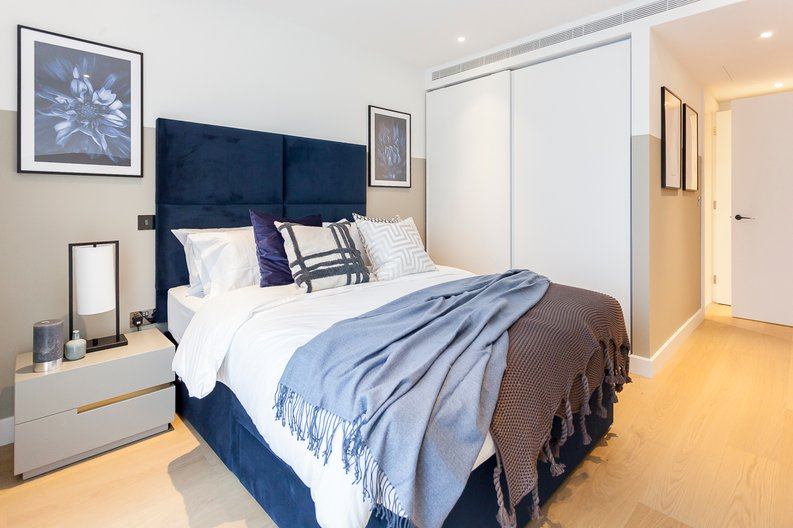 2 bedroom(s) apartment to sale in Fountain Park Way, London-image 10