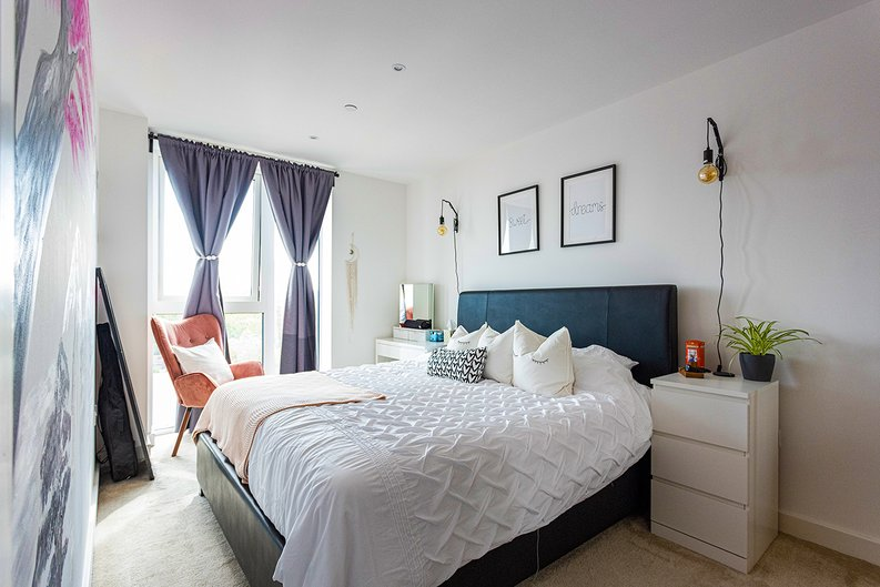 2 bedroom(s) apartment to sale in Victory Parade, Woolwich, London-image 6