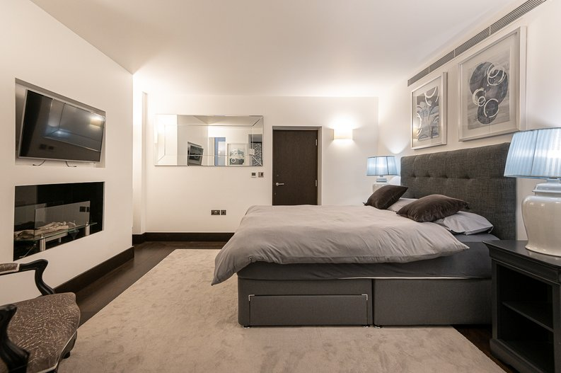 2 bedroom(s) apartment to sale in Park Street, Mayfair, London-image 8