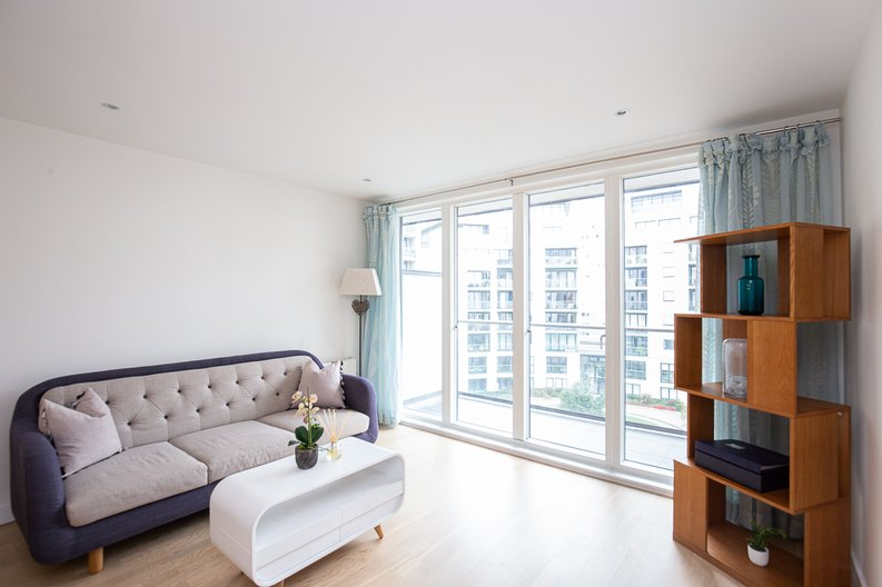 1 bedroom(s) apartment to sale in Bridgeman House, Pump House Crescent, Brentford-image 2