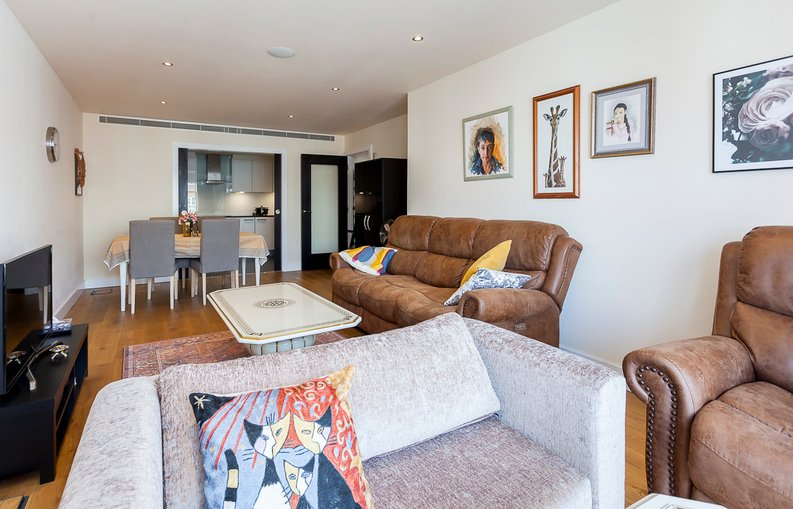 3 bedroom(s) apartment to sale in Cavendish House, 6 Boulevard Drive, London-image 2