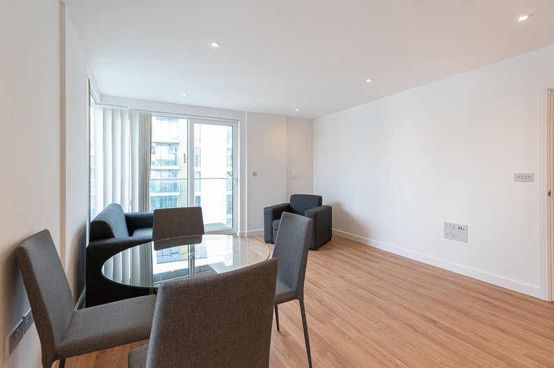 2 bedroom(s) apartment to sale in Goodchild Road, Woodbury Down, London-image 8