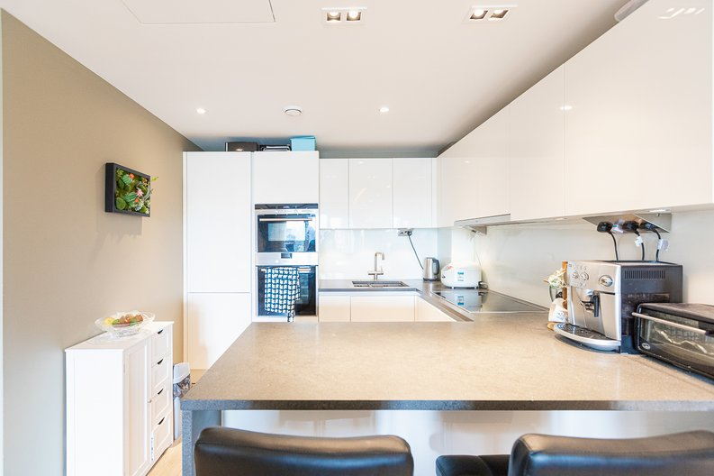 2 bedroom(s) apartment to sale in Regatta Lane, Fulham Reach, London-image 8