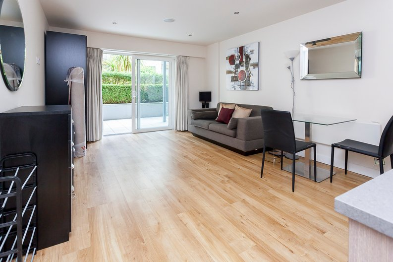 Studio apartment to sale in Boulevard Drive, Colindale, London-image 8