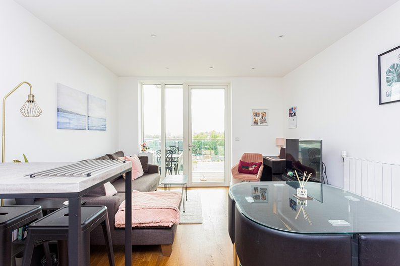 2 bedroom(s) apartment to sale in Victory Parade, Woolwich, London-image 14