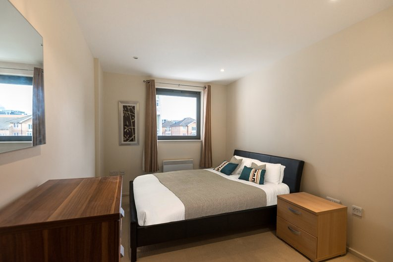 2 bedroom(s) apartment to sale in Ikon House, 447 Cable Street, Wapping, London-image 3