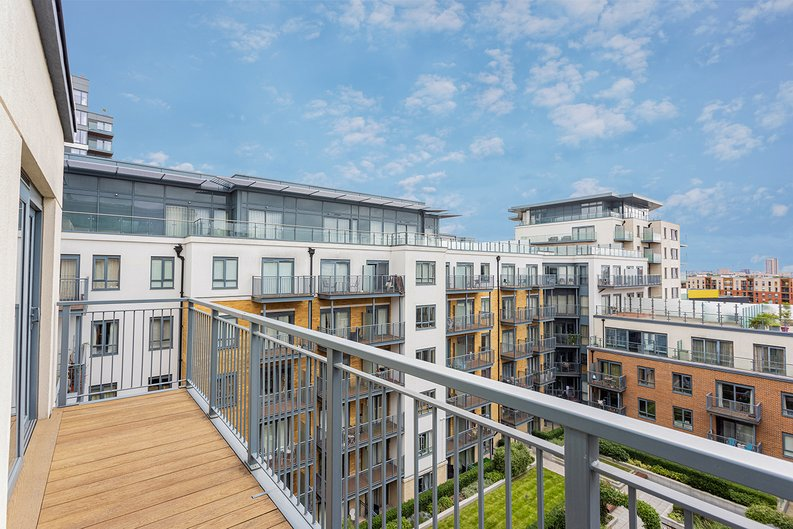 3 bedroom(s) apartment to sale in Boulevard Drive, Colindale, London-image 14