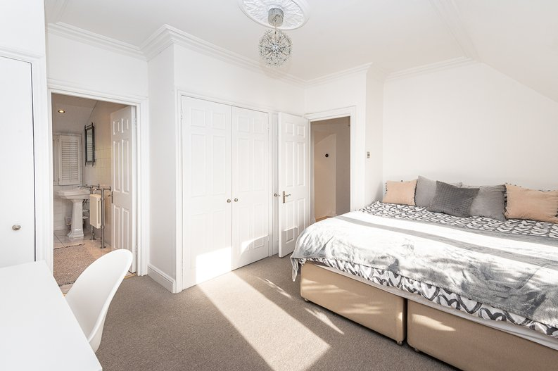 2 bedroom(s) apartment to sale in Hollycroft Avenue, Hampstead, London-image 14