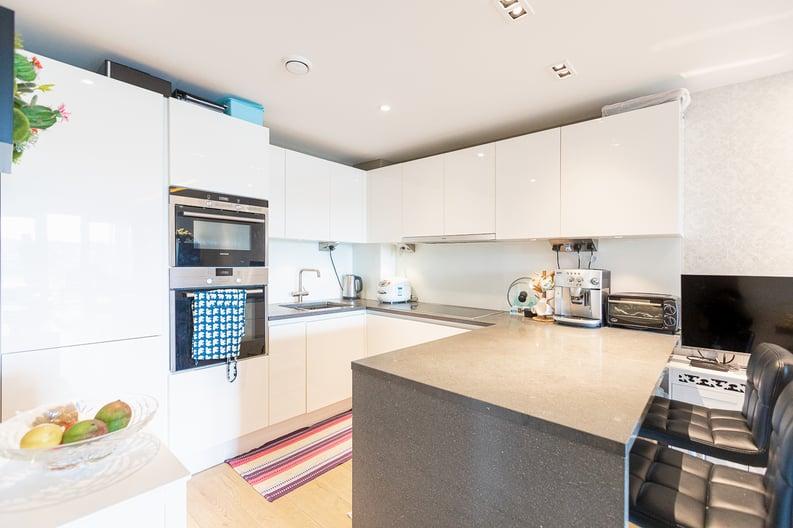 2 bedroom(s) apartment to sale in Regatta Lane, Fulham Reach, London-image 4
