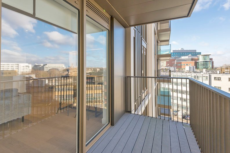 2 bedroom(s) apartment to sale in Fountain Park Way, White City, London-image 5