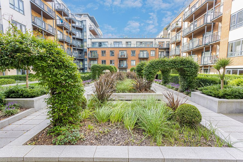 3 bedroom(s) apartment to sale in Boulevard Drive, Colindale, London-image 29