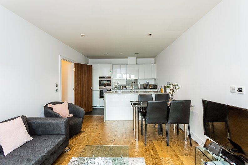 2 bedroom(s) apartment to sale in Belgravia House, Dickens Yard, Ealing-image 5