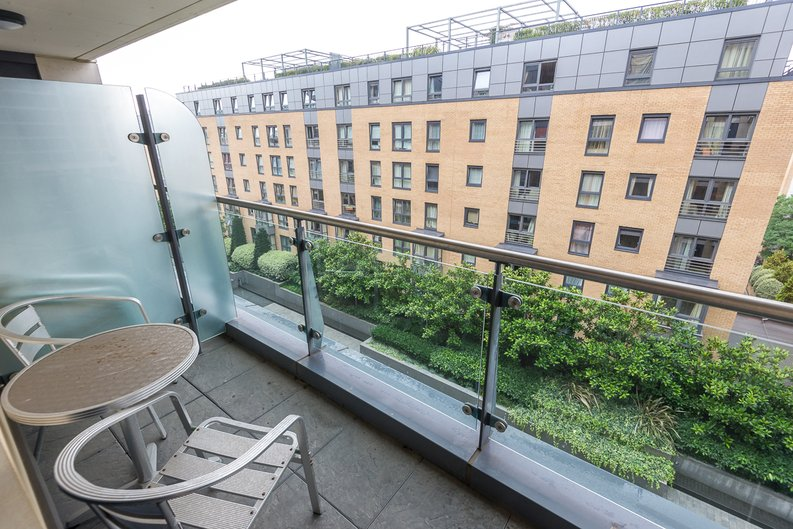 2 bedroom(s) apartment to sale in Regal House, Lensbury Avenue, Fulham-image 10