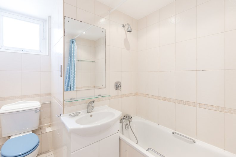 1 bedroom(s) apartment to sale in Imperial Towers, Netherhall Gardens, London-image 5