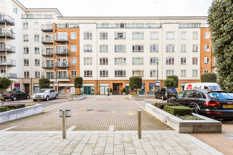 1 bedroom(s) apartment to sale in Battalion House, Heritage Avenue, Beaufort Park, Colindale-image 9