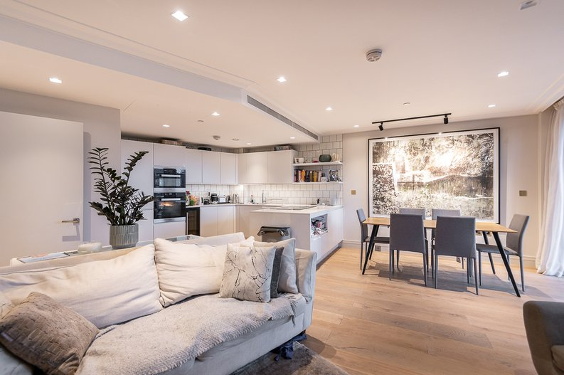 2 bedroom(s) apartment to sale in Queens Wharf, Crisp Road, Hammersmith-image 5