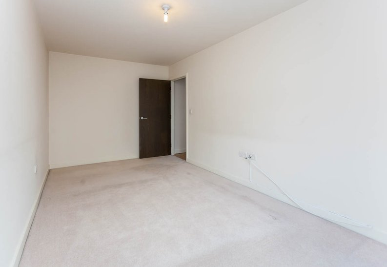 2 bedroom(s) apartment to sale in East Drive, Colindale, London-image 11