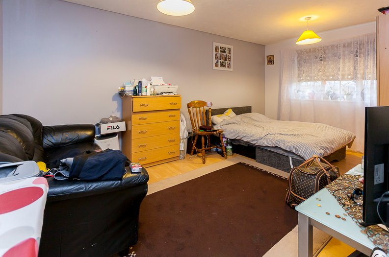 2 bedroom(s) apartment to sale in Greenslade Road, Greater London, Barking-image 4